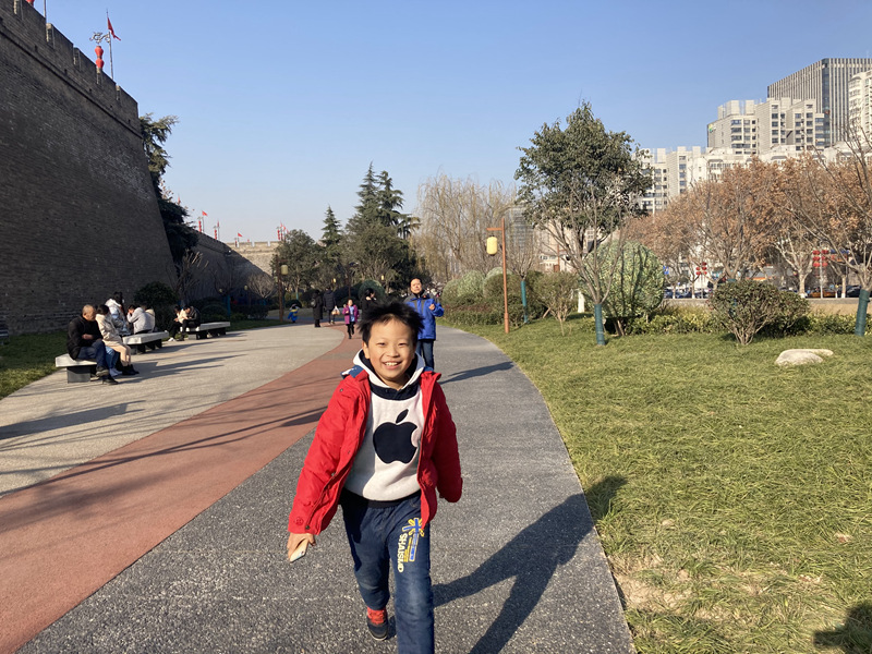 2021年元旦西安城墙边环城公园